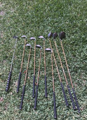 womens 10 piece wilson golf clubs with bag for Sale in Boynton Beach, FL
