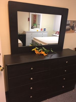 Compressed wood dresser with mirror for Sale in South Gate, CA