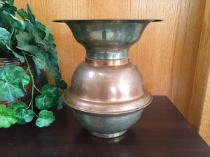 Vintage brass and copper cuspidor/spittoon See Photos and description ⬇️ for Sale in Shingle Springs, CA