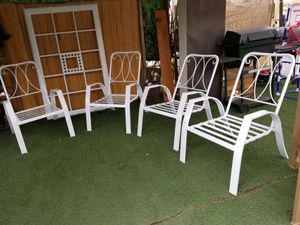 4 excellent chairs perfect for the pool for Sale in Moreno Valley, CA