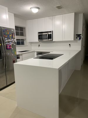 Kitchen countertop and cabinets for Sale in Hialeah, FL