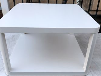 """White Coffee Table In Great Condition Like New 25"""" x 25"""" for Sale in San Diego,  CA"""