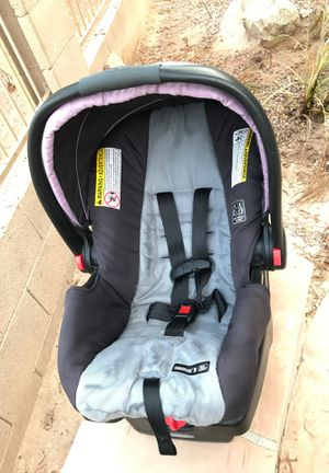 Car seat with vase for Sale in Goodyear, AZ