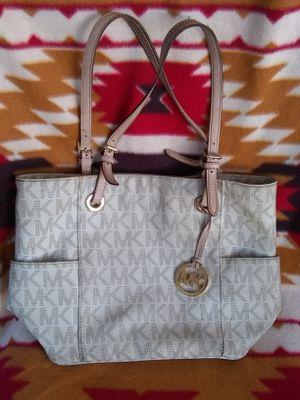 """Women's Michael Kors """"purse"""" for Sale in Whittier, CA"""