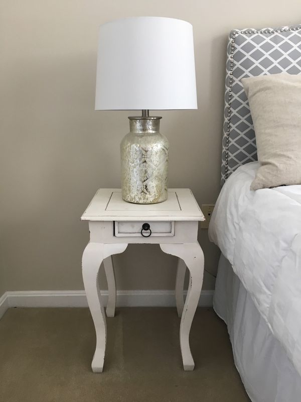 Set of two white nightstands
