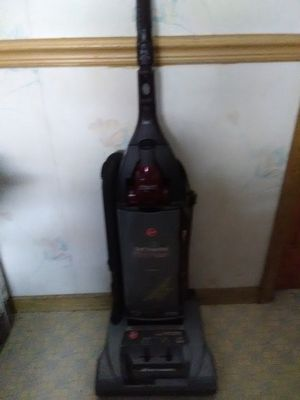 Hoover self-propelled WindTunnel vacuum for Sale in Oak Lawn, IL