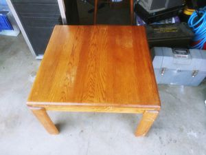 Large end table 2'x2' for Sale in Bakersfield, CA