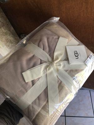 UGG Duffield Throw Blanket for Sale in Lynwood, CA