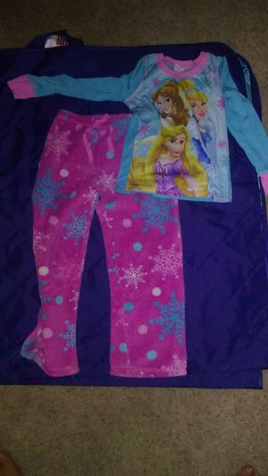 SZ 8- frozen jammies for Sale in Kimberly, WI