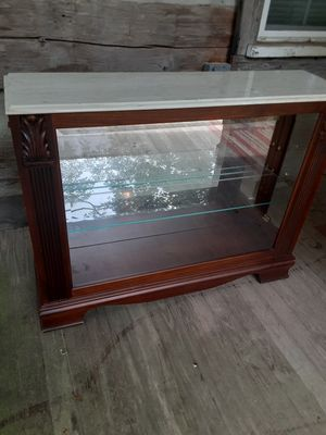 Lighted display case with mirror back and adjustable shelf. for Sale in Pulaski, TN