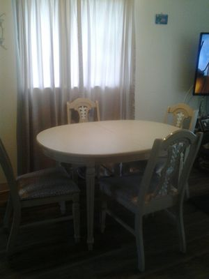 Wood dining table with 4 chairs. for Sale in Sebring, FL