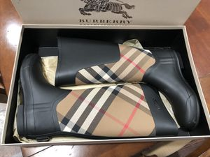 Burberry boots for Sale in Des Plaines, IL