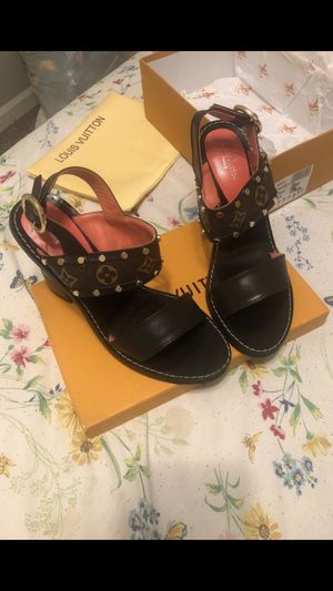 SIZE 41 LOUIS VUITTON HEELS for Sale in Lithia Springs, GA