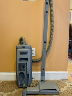 Electroluxs epic 6500 SR canister vacuum cleaner for Sale in Raymond,  NH