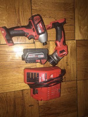Milwaukee drill de impacto de 18 y lampara for Sale in Mount Rainier, MD