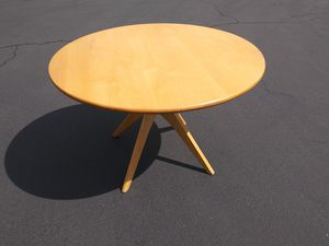"$295 Room & Board Mid Century Sculpted Base Design Dining Table 45"" Round $1300 Retail USA Made for Sale in Artesia, CA"