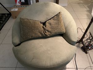 Round Chair - Swivels 360 degrees! Must sell today for Sale in West Palm Beach, FL
