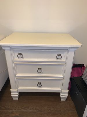 Side table/ nightstand for Sale in San Diego, CA