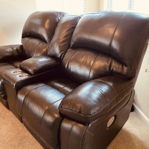 Love Seat (Electric Recliner) for Sale in Andover, KS