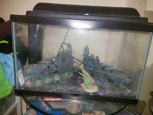 10 gallon fish tank w accesories for Sale in Palm Beach, FL