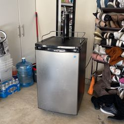Danby Chill 'n Tap DKC146SLDB Keg Cooler for Sale in San Diego,  CA