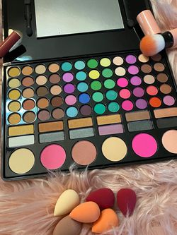Eyeshadow +lipstick +single Brush for Sale in Hilliard,  OH