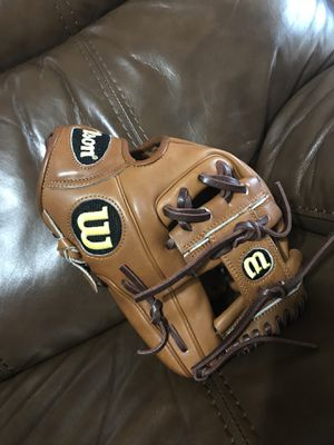 Wilson a2000 baseball glove for Sale in San Antonio, FL