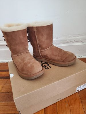 UGG Girl boots for Sale in The Bronx, NY