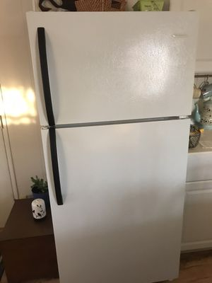 Frigidaire frost proof Refrigerator for Sale in Yuma, AZ