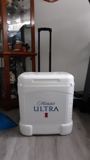 igloo ice cube cooler for Sale in Torrington, CT