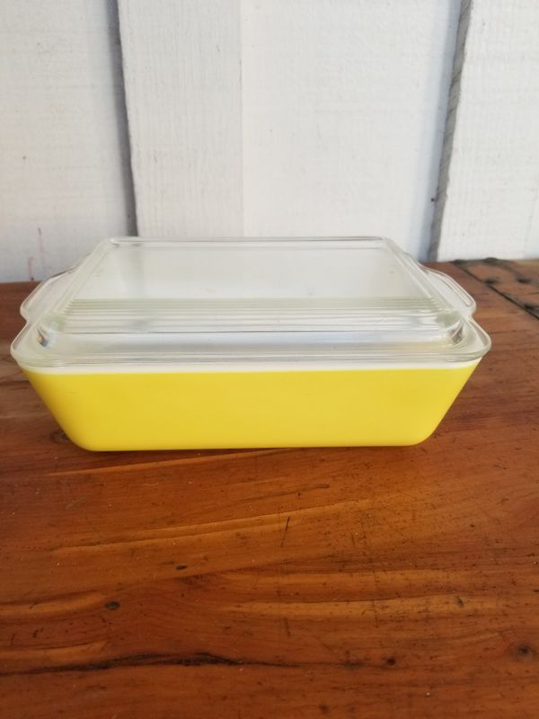 Vintage Yellow Pyrex Refrigerator Dish w/ Lid
