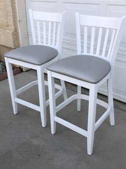 Brand New Set Of Counter High Barstools, 25inches From Floor To Seat for Sale in Fowler,  CA