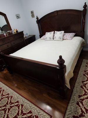 King size bedroom set for Sale in Indian Trail, NC