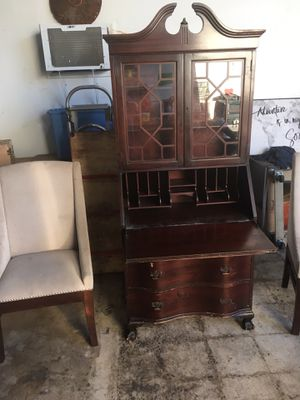 Secretary desk with two accent chairs for Sale in Miami, FL