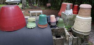 Flower Pots, plastic and ceramic for Sale in Chuluota, FL