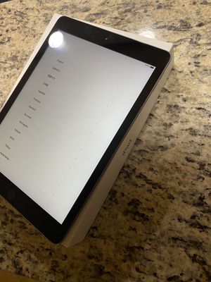 iPad 5th gen 128 gig for Sale in Fort Wayne, IN