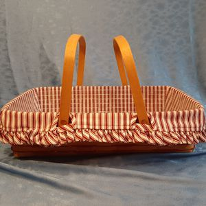 Longaberger 1997 Large Gathering Basket w 2 liners for Sale in Batavia, IL