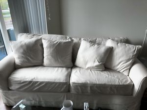 White Pull Out Couch for Sale in Tampa, FL