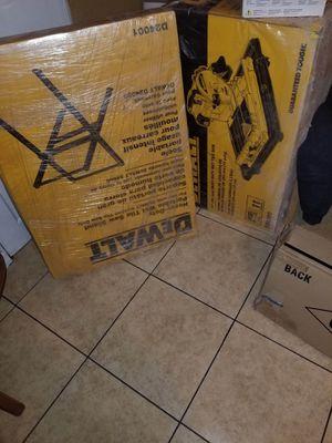 De Walt tile saw nueva y completa for Sale in Los Angeles, CA
