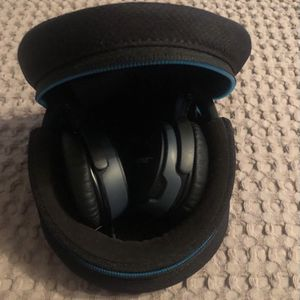 Almost New Condition Bose Wireless ComfortFit Bluetooth Headphones for Sale in Asheville, NC