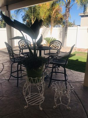 SET OF 2 PLANTERS for Sale in San Jacinto, CA