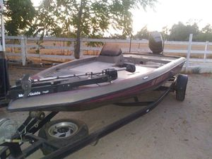 1999 Champion bass boat for Sale in Beaumont, CA