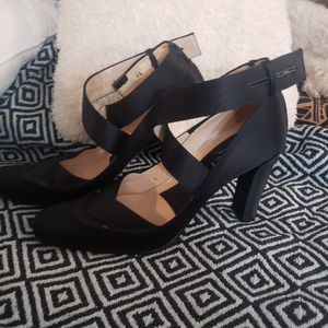 GUCCI Round-Toe Satin Pumps (Size 8) for Sale in Modesto, CA