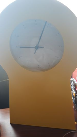 Nice yellow kitchens clock approatemately 18 in in haight for Sale in Lakewood, WA