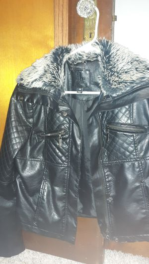 NICE JACKET FOR FALL MEDIUM SIZED IN NEW CONDITION for Sale in BAYVIEW GARDE, IL