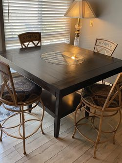 High Table With Iron Stools Beautiful Dining Or Bar for Sale in Artesia,  CA