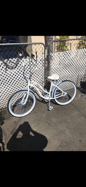 Female beach cruiser style bike for Sale in Lynwood, CA