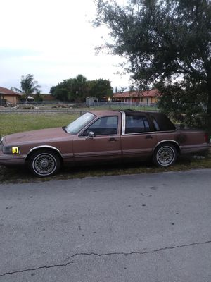 1993 Lincoln town Signature for Sale in Carol City, FL