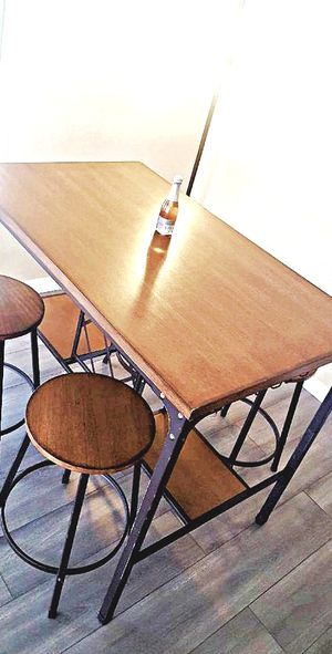 Table like new for Sale in Claflin, KS