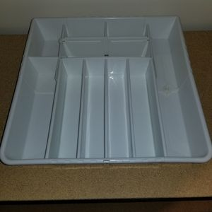 Expandable Plastic Flatware, Cutlery and Utensil Tray Drawer Organizer - Real Simple for Sale in Chicago, IL